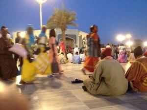 Utanför Toubas stora moské bad människor varje kväll under maggalen på den marmorbelagda sanden och hela området badade i ljus.