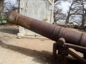Gammal kanon upp på Kunta Kinteh Islands fort - Foto: Thegambia.nu