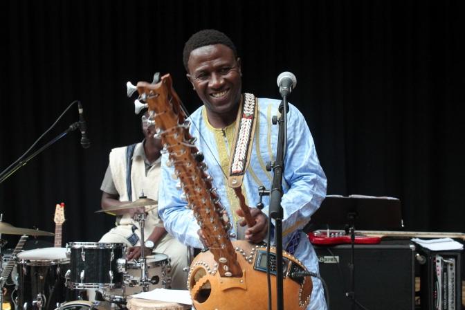 Lamine Cissokho kan bli årets artist