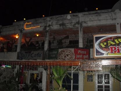 På gatan utanför nattklubben WOW i Senegambia, skedde dödsfallet i december 2003. Foto: Fatou Touray, thegambia.nu