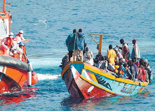 Krönika: 348 000 människor riskerade i år sina liv i de där båtarna – vi måste vakna nu!