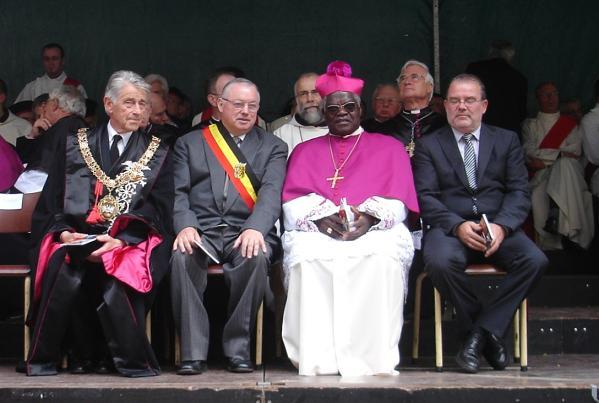 Katolska kyrkan i Kongo-Kinshasa visar stöd för oppositionen – samtidigt väntas omröstning i senaten