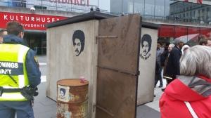 """I en cell av samma storlek som denna uppställda """"byggnad"""" ska Dawit Isaak sitta Foto: Fatou Touray, Afropé"""