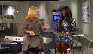 Grundaren Aysha Jones i en Isabyfatima-klänning - Skärmavbild TV4
