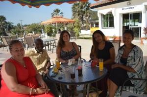 Delar av Afropés redaktion fanns på plats även förra säsongen i Gambia. Från vänster: Fatou, Hatab, Anna, Mam-Yandeh och Ida Isatou