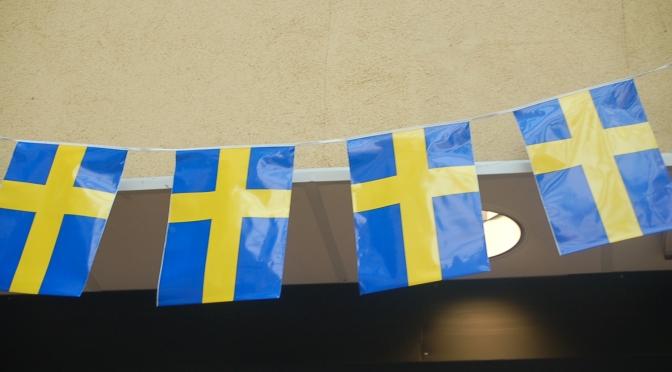 Utomlands är jag svensk, men inte i Sverige.
