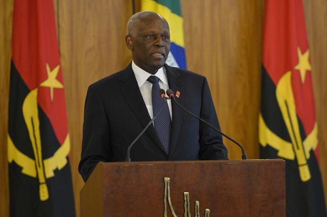 Angolas president avgår