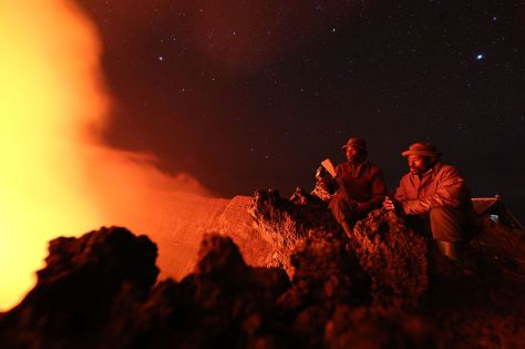 Virunga_National_Park,_DR_Congo-_Two_guards_of_the_Virunga_National_Park_contemplate_the_lava_of_Nyiragongo_crater,_which_rises_to_3470_meters_(24266746605)