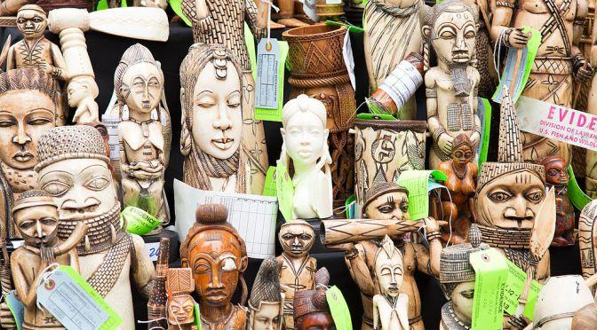 Kenya tar ställning mot illegal handel och bränner elfenben