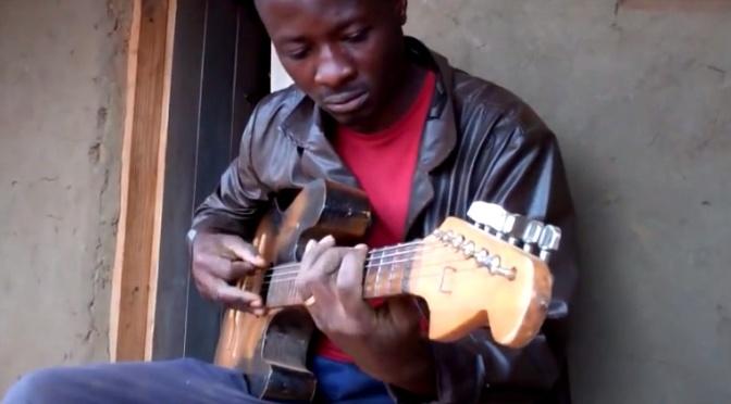 Hans handtillverkade gitarrer säljs världen över, från ett flyktingläger i Malawi