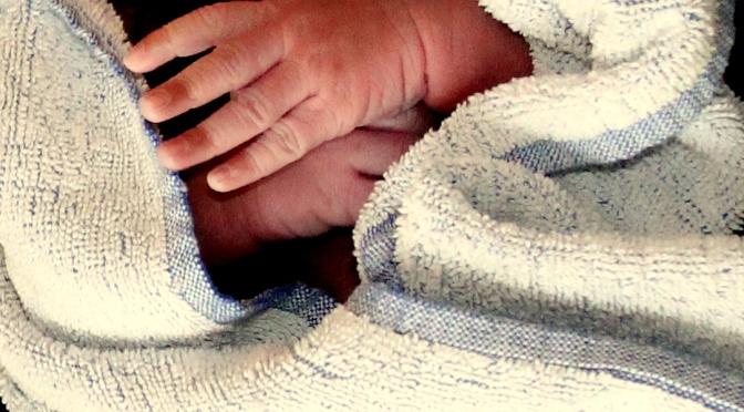 Förlossningsläkare DO-anmäls efter avsliten arm på dött foster och afrofobiska uttalanden