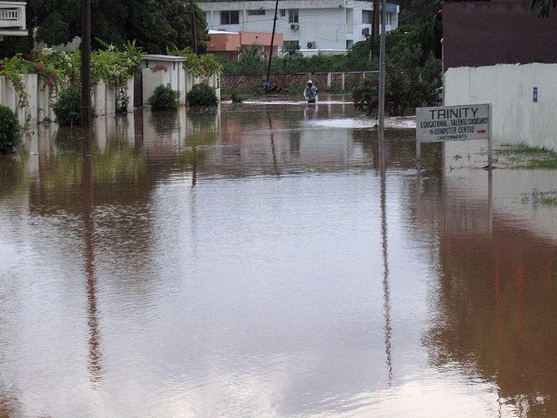 Regn orsakar oversvamningar