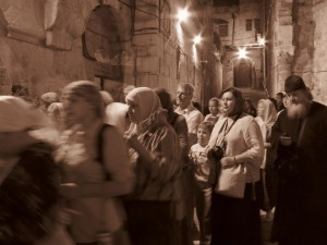Kristna i kyrka i Jerusalem Bild: Pixabay