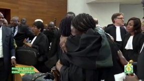 Under rättegångsförhandlingarna mot Hebré, i Dakar, Senegal - Skärmavbild, Youtube