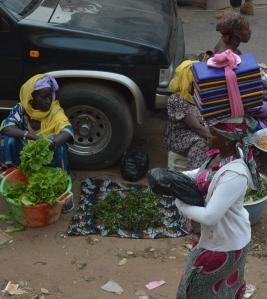 Kvinnor i Västafrika med huvuddukar Foto: Fatou Touray, Afropé