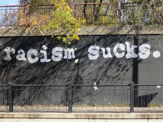 """Intervju med en före detta rasist: """"I viss mån är nog de flesta lite rasistiska"""""""