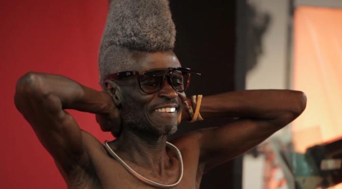 Kenyansk fotograf bryter åldersnormer