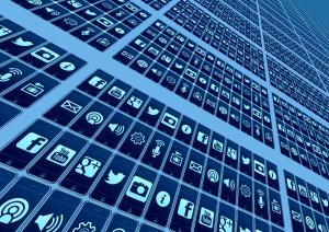 Sociala medier kan leda till ett internetberoende. Foto: Pixabay
