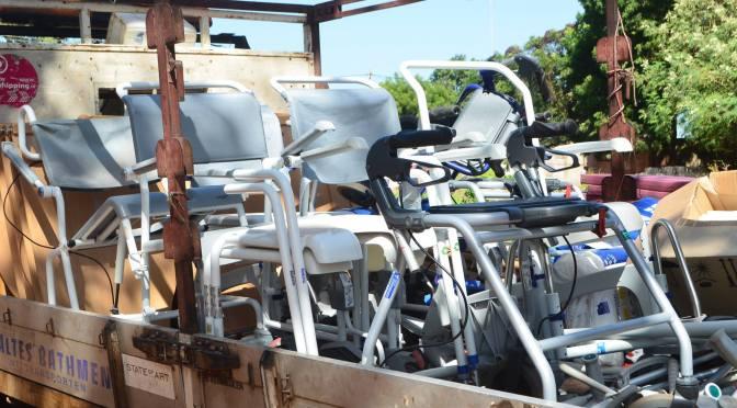 Assie hjälper sjukvården i Gambia med hjälpmedel och sjukvårdsutrustning